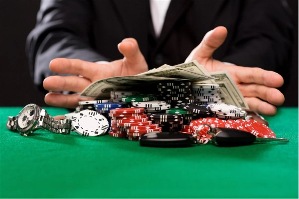 Why the Best Online Poker Players Make Decisions At Random