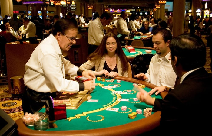 Play safe enjoy the real world casinos by sitting at home! Know how!!